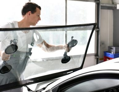 3 Clear Signs Your Windscreen Needs Replacement