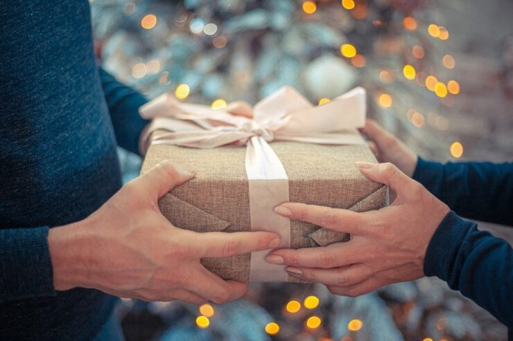 4 Things To Know About Business Gift Giving Etiquette
